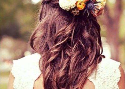 acconciatura-da-sposa-con-fiori-colorati